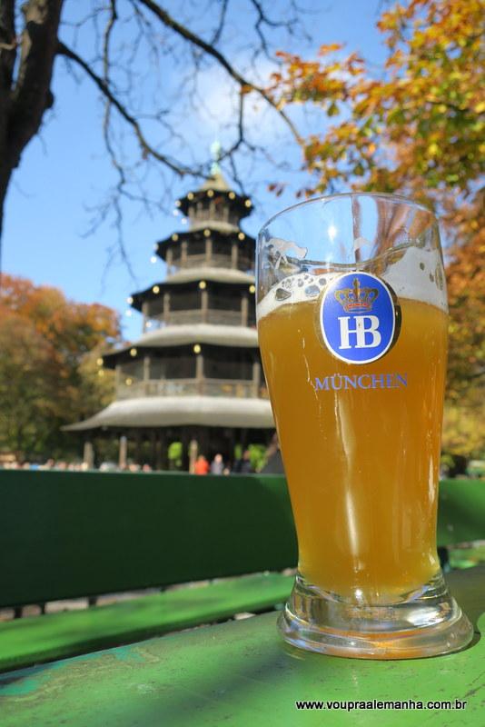 Um brinde no Biergarten de Munique!